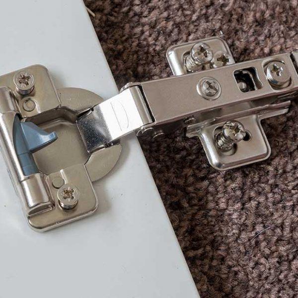 soft-close-hinges-close-up (1060056185)