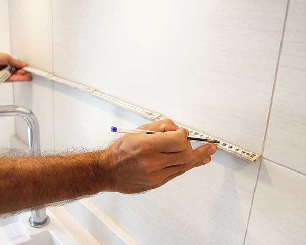 installation-of-mirror-splashback-in-kitchen