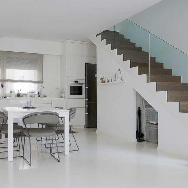 neutral-coloured-modern-polyurethane kitchen (262409183)
