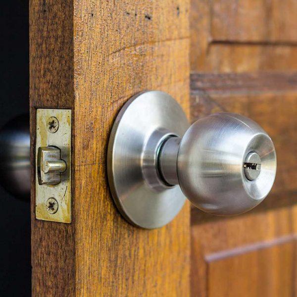 close-up-likewood-door-handle (544566-31)