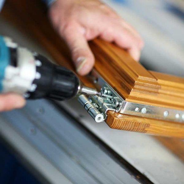 close-up-man-drilling-tesrol-doors (92798167)